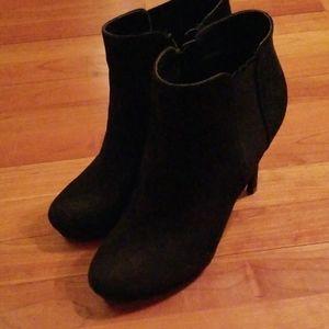 GUC Apt 9 Black suede heel bootie ladies size 9.5
